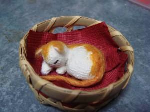 粘土で可愛い猫ちゃんを造ります。