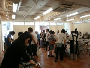 2010.8池袋にて共同作品展 にぎわいの様子